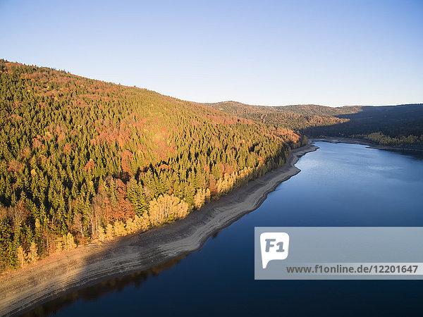 Deutschland  Bayern  Nationalpark Bayerischer Wald  Trinkwasserspeicher Frauenau im Herbst