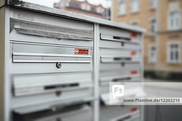 Gesperrter Briefkasten des verstorbenen Nachbarn