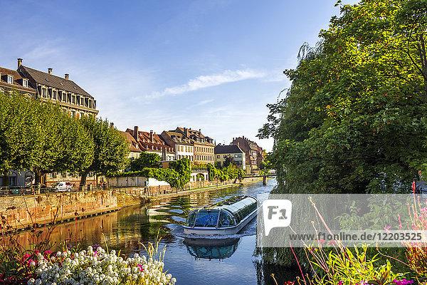 Frankreich  Elsass  Straßburg  Altstadt  Tourboot