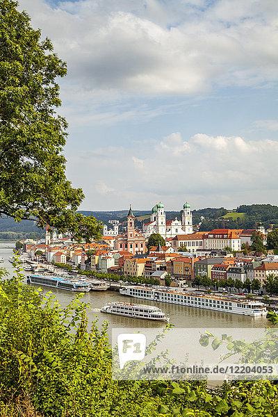 Deutschland  Bayern  Passau  Altstadt und Inn