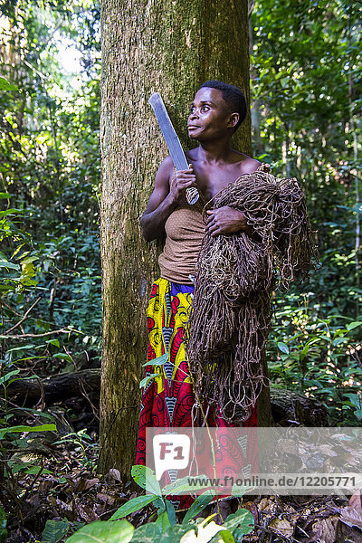 Baka pygmy woman hunting in the jungle in the Dzanga-Sangha Special Reserve  UNESCO World Heritage Site  Central African Republic  Africa
