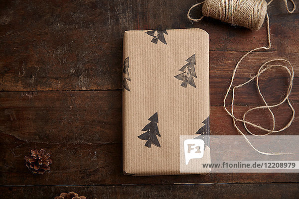 Weihnachtsgeschenk und Schnur