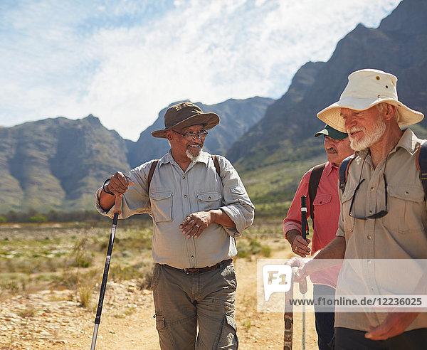 Aktive Seniorenfreunde beim Wandern