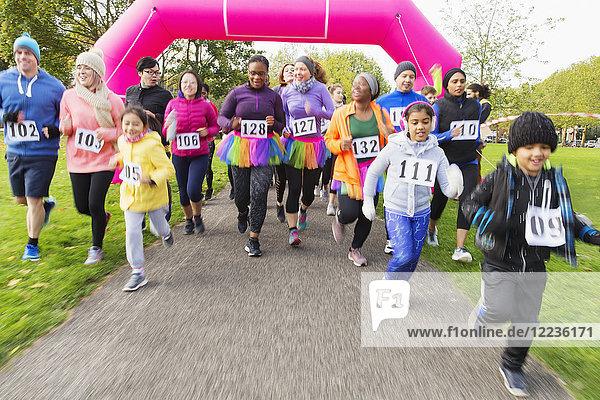 Läufer beim Benefizlauf im Park