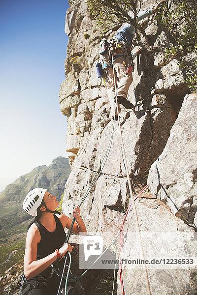Klettererinnen-Halteseile für Partner
