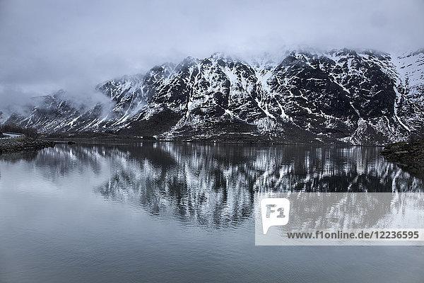 Nebel über Schnee  Berge und Wasser  Lia  Langoya  Vesteralen  Norwegen