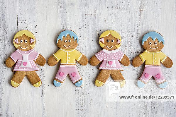 Hänsel und Gretel aus Lebkuchen  mit Zuckerguss dekoriert