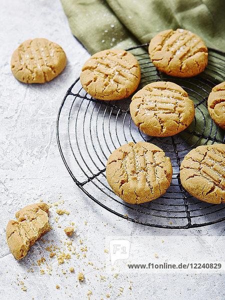 Erdnussbutter-Cookies mit Meersalz