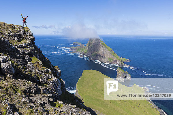 Cliffs of Drangarnir and Tindholmur Islet  Vagar Island  Faroe Island  Denmark  Europe