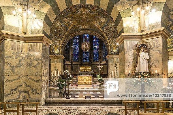 Altarraum im Aachener Dom  Aachen  Nordrhein-Westfalen  Deutschland  Europa