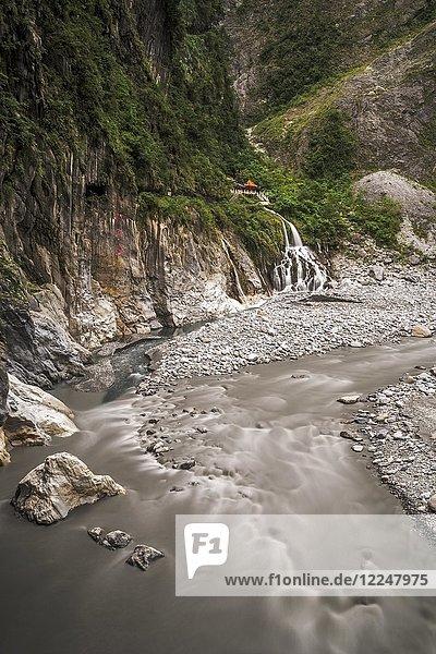 Schrein des ewigen Frühlings  Eternal Spring Shrine  Tempel an der Biegung des Liwu Flusses  Taroko Nationalpark  Hualian  Taiwan  China  Asien