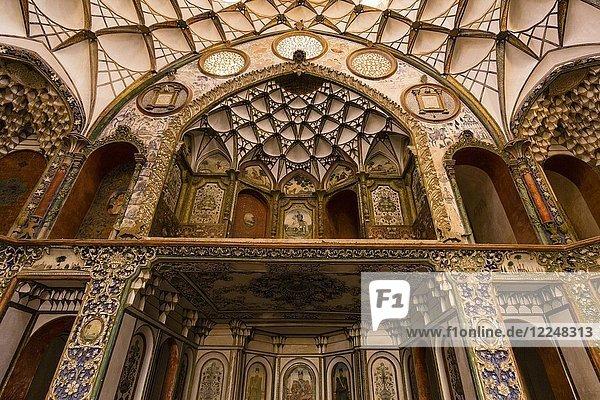 Interieur von Khan-e Boroujerdi  eines der traditionellen Häuser Kashans  Iran