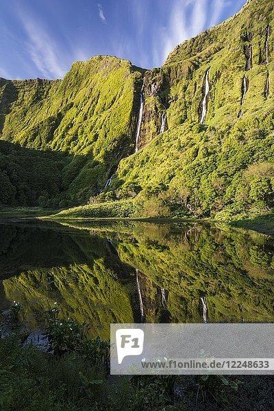 Lagune Poco da Ribeira do Ferreiro  Poço da Alagoinha  Lagoa das Patas an der Westküste der Ilha das Flores  Insel Flores  Azoren  Portugal  Europa