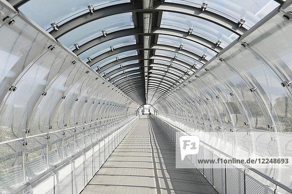 Glastunnelröhre  S-Bahnhaltestelle Flughafen Besucherpark  Flughafen München  Oberbayern  Deutschland  Europa