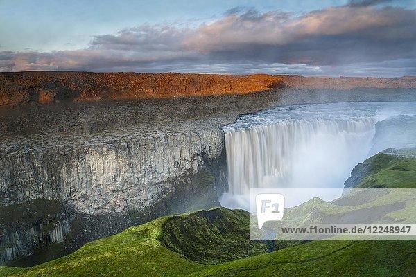 Abendstimmung am Wasserfall Dettifoss  Nordost-Island  Island  Europa