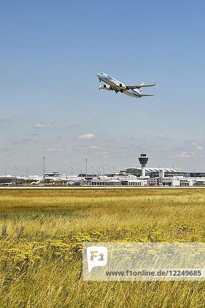 TUI  Boeing  B737-800  Start  Flughafen München  Oberbayern  Deutschland  Europa