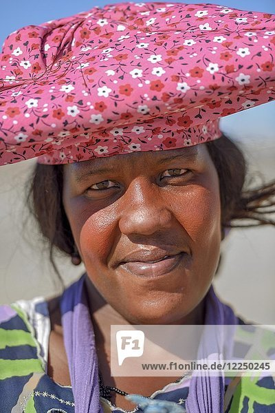 Porträt einer Herero-Frau  bei Khorixas  Kunene Region  Namibia  Afrika
