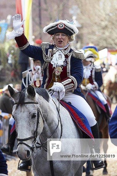 Gardist auf einem Pferd am Rosenmontagszug  Mainz  Rheinland-Pfalz  Deutschland  Europa
