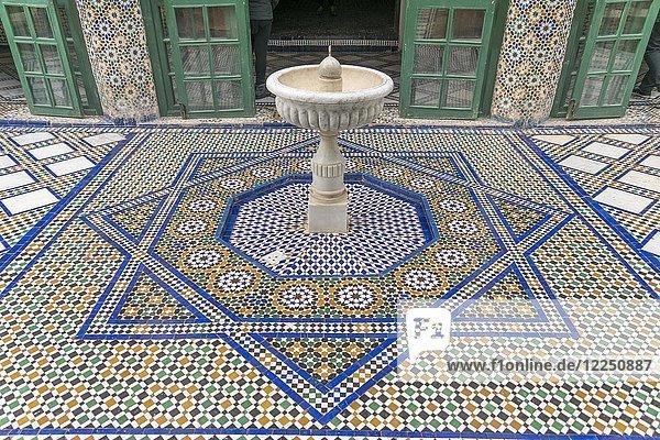 Mosaikfußboden mit Brunnen  Palast von Bahia  Marrakesch  Marokko  Afrika