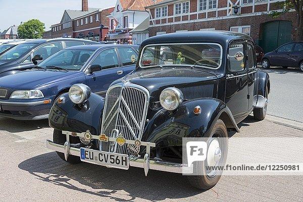 Oldtimer  Citroen 1956  Cuxhaven  Niedersachsen  Deutschland  Europa