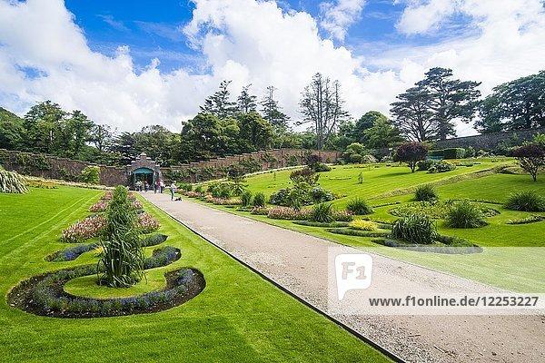 Ummauerter viktorianischer Garten in der Kylemore Abtei  Connemara Nationalpark  Republik Irland