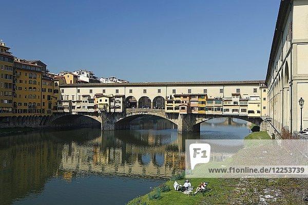 Ponte Vecchio  Brücke über den Fluss Arno  Florenz  Italien  Europa