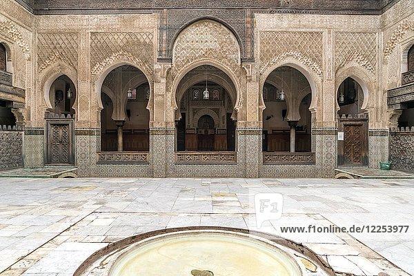 Innenhof der Koranschule Medersa Bou Inania  Fes  Marokko  Afrika