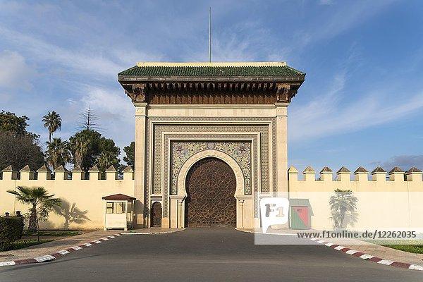 Tor zum Königspalast Dar el-Makhzen  Fes  Marokko  Afrika