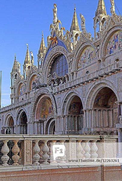 Portal  Markusdom  Markusplatz  Venedig  Italien  Europa