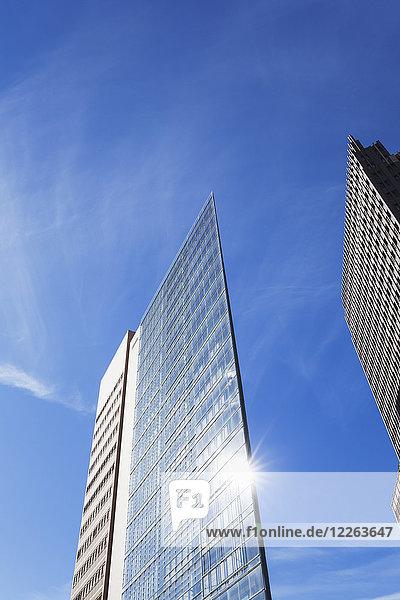 Deutschland  Berlin  Wolkenkratzer am Potsdamer Platz von unten gesehen