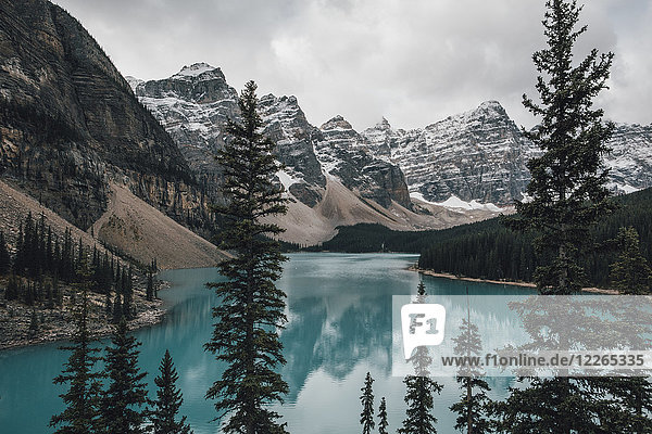 Kanada  Alberta  Tal der Zehn Zinnen  Banff Nationalpark  Moraine Lake