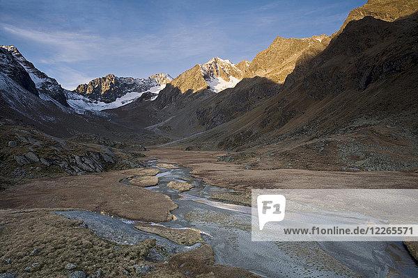 Österreich  Tirol  Stubaital  Hohes Moos im Morgenlicht