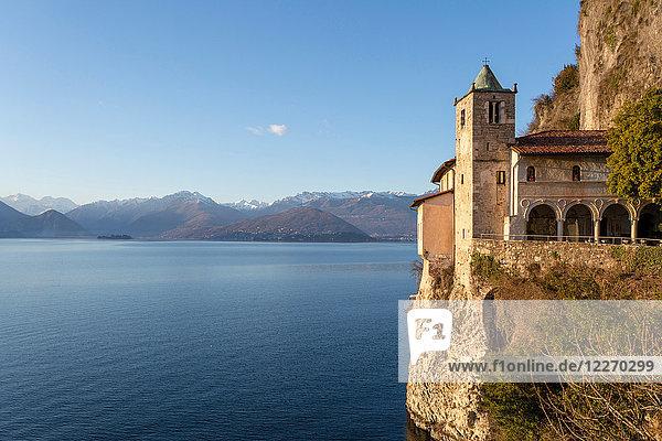 Eremitage von Santa Caterina del Sasso  Lago Maggiore  Varese  Lombardei  Italien