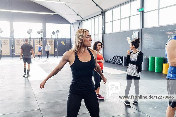 Training von Frauen im Fitnessstudio