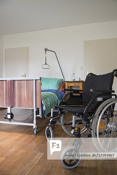 Room with nursing bed and wheelchair