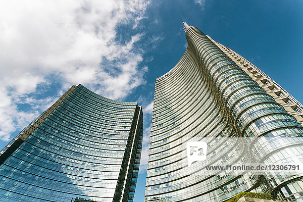 Italy  Lombardy  Milan  Piazza Gae Aulenti with the Unicredit tower and shopping center