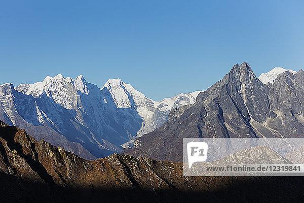 Himalayan mountain scenery  Sagarmatha National Park  UNESCO World Heritage Site  Khumbu Valley  Nepal  Himalayas  Asia