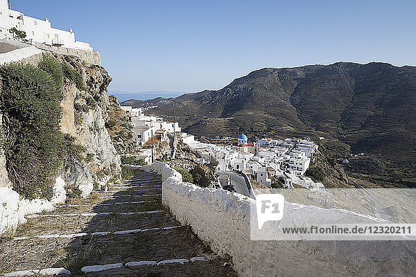Stone steps and whitewashed houses of mountaintop town of Pano Chora  Serifos  Cyclades  Aegean Sea  Greek Islands  Greece  Europe