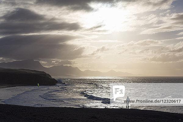 Lone man looking at the dramatic coastline of Playa del Viejo Rey near La Pared on the volcanic island of Fuerteventura  Canary Islands  Spain  Atlantic  Europe