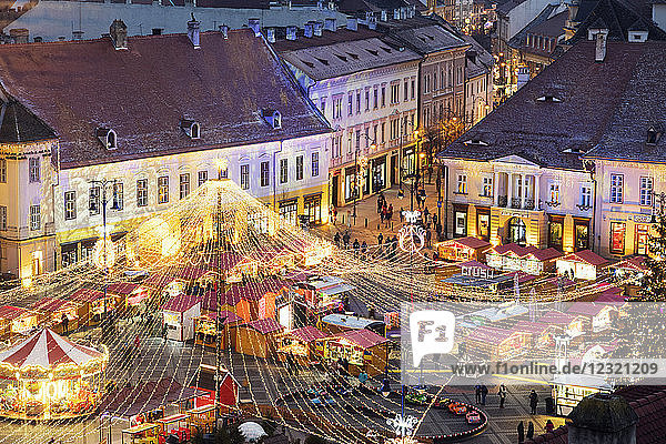 Christmas market in Plaza Piata Mare  Sibiu  Romania  Europe