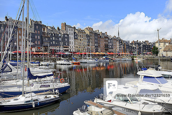 The Vieux Bassin  Old Harbour  St. Catherine's Quay  Honfleur  Calvados  Basse Normandie (Normandy)  France  Europe