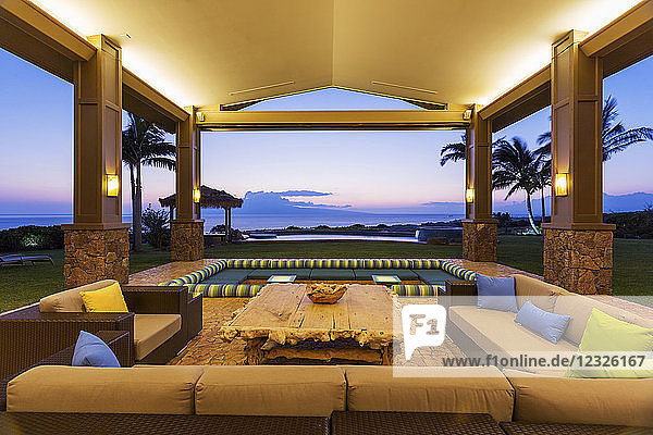Beautiful Luxury Home  Exterior Patio Lounge At Sunset