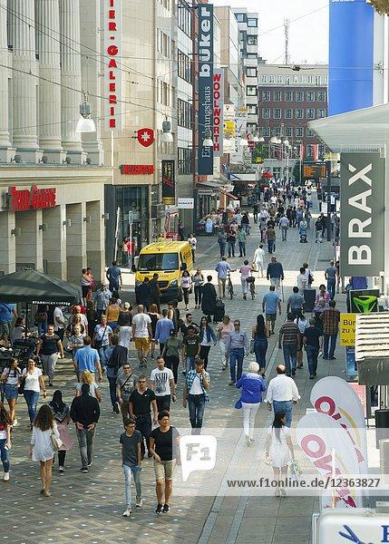 Dortmund  D-Dortmund  Ruhr area  Westphalia  North Rhine-Westphalia  NRW  Westenhellweg  shopping street  pedestrian zone  people  shopping stroll  strolling promenade.
