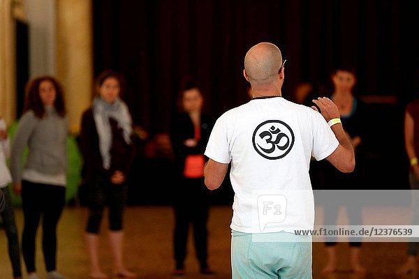 Chamonix Yoga Festival. Yoga class.