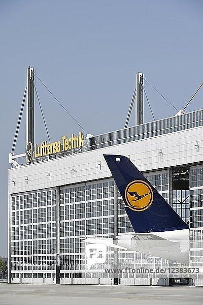 Lufthansa  Airbus  A380-800  zur Wartung im Lufthansa-Hangar  Flughafen München  Oberbayern  Bayern  Deutschland  Europa