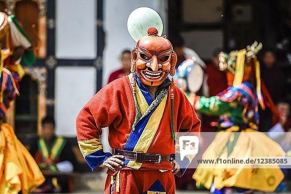 Narr  Spassmacher beim Maskentanz  religiöses Tsechu Klosterfest  Gasa Distrikt Distrikt Tshechu Festival  Gasa  Himalaya-Region  Königreich Bhutan