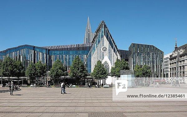 Augustusplatz mit Universität und Paulinum  Leipzig  Sachsen  Deutschland  Europa