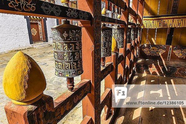 Gebetsmühlen in Klosterfestung  Trongsa Dzong  Trongsa  Himalaja-Region  Bhutan  Asien
