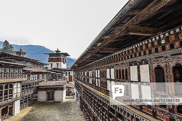 Größte Klosterfestung  Trongsa Dzong  Trongsa  Himalaja-Region  Bhutan  Asien