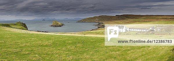 Küste der Nordspitze der Trotternish Halbinsel  Skye  Schottland  Großbritannien  Europa